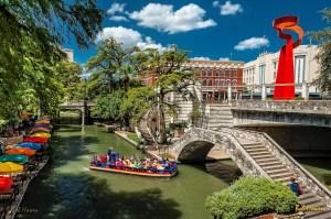 Cruising-the-Riverwalk-Bob-Howen-VisitSanAntonio